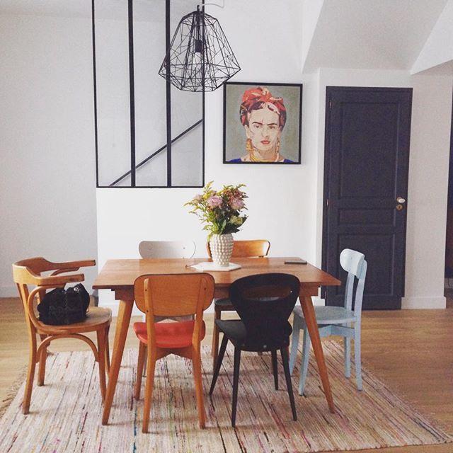 les 25 meilleures id es de la cat gorie chaises noires sur pinterest chaises de salle manger. Black Bedroom Furniture Sets. Home Design Ideas