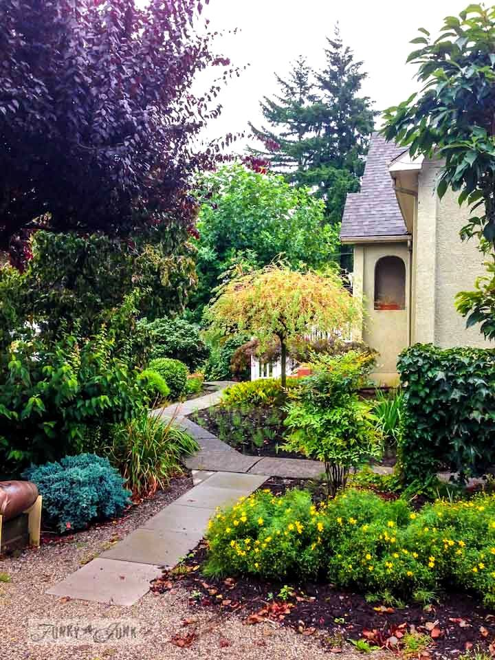 A knock your socks off amazing garden at a beautiful historical home, part of 'A dreamy Garage Sale at a Dream Home story, via www.funkyjunkinte...