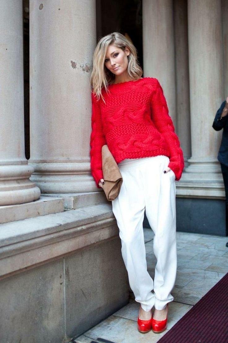 roter Pullover, weiße Hose und rote Pumps