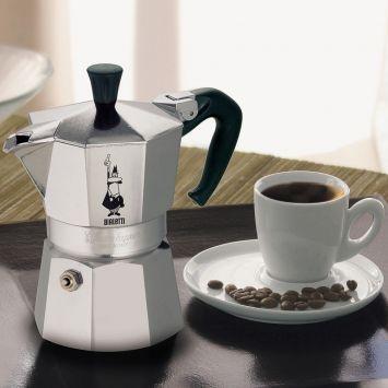 A cafeteira Moka da Bialetti é um ícone do design internacional há décadas. Você acha a cafeteira italiana Moka com desconto na Mobly