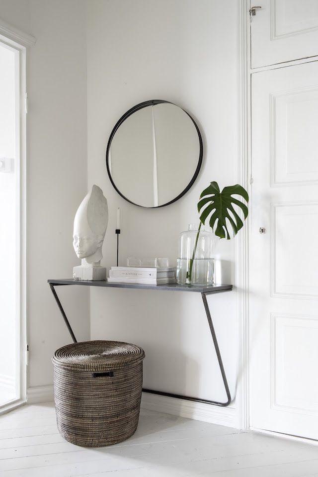 Calm corner in the Finnish home of a composer / design by Laura Seppänen.