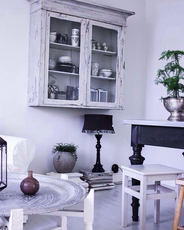 Inspiration hemifrån mig. Interior , inredning , mitthem , tinek , day home , bord , DIY , pall , soffa , vardagsrum   Blogg: www.usoinredare.blogg.se