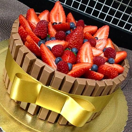 Cake Kit Kat e Frutas Vermelhas