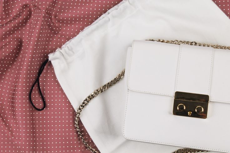 Cotton accessories cover Coulisse-Bag made for It-Bag and a Plexiglass hanger for an important suit.