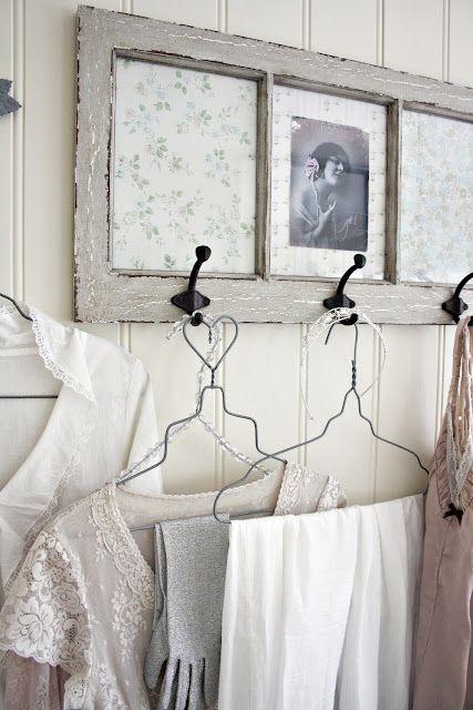 Genial y preciosa idea para una ventana antigua.                                                                                                                                                      Más