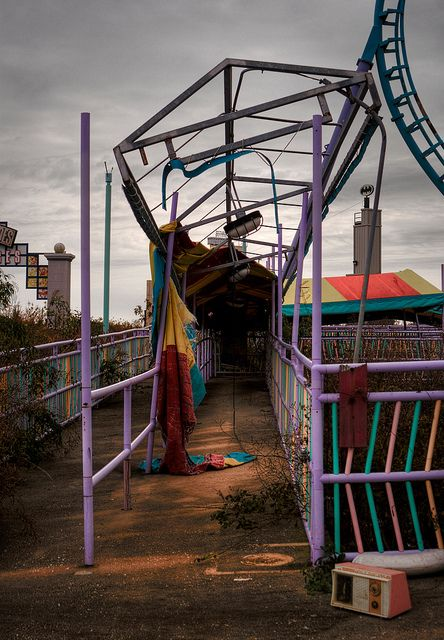 A break in line...abandoned Six Flags - New Orleans