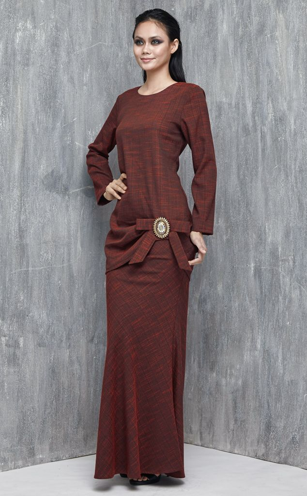 EMEL X DAPHNE IKING - RED ROCK - Modern Baju Kurung with Bow (Red) A semi-fitting modern baju kurung with much added glamour of gathers at one side of the hemline with a ceramic brooch. Featuring a beautiful tweed-like textured fabric with bias cut skirt. #emelxCLPTS #emelxDaphneIking #emelbymelindalooi #bajuraya #bajukurung #emel2016 #raya2016 #DaphneIking #lookbook #bow #brooch #red