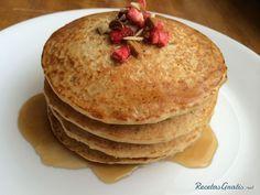 Pancakes de avena 250 Gramos de Avena en hojuelas 125 Mililitros de Leche 1 Unidades de Huevo 1 Cucharadita de Azúcar o edulcorante 40 Gramos de Mantequilla 1 Pizca de Canela en polvo 1 Pizca de Esencia de Vainilla