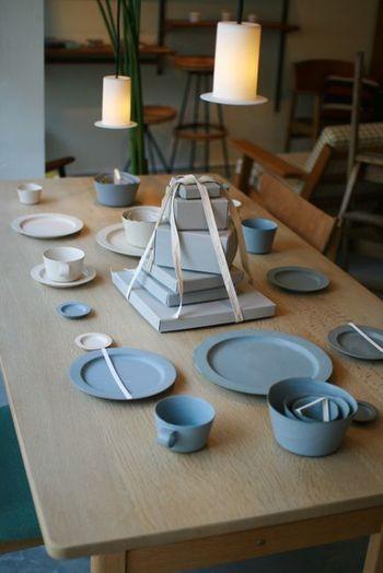 イイホシユミコ 「アンジュール」シリーズは、すっきりとしたデザインなのに、それでいて優しさが感じられ、毎日使いたくなるような、たたずまいが魅力です。主張しすぎないのに、存在感がしっかりあります。