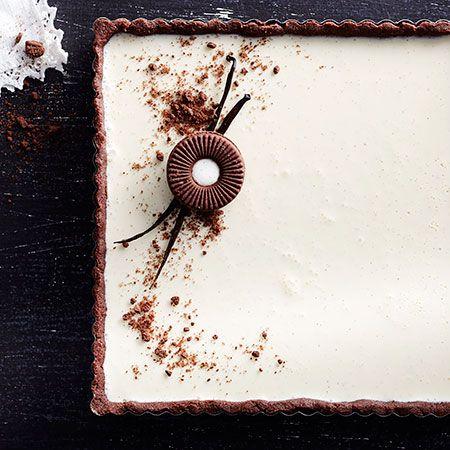 Vanilja pannacotta, täydellinen herkku kahvipöytään tai juhlahetkeen.