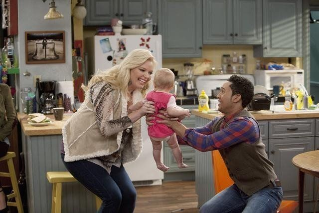 Still of Tahj Mowry and Melissa Peterman in Baby Daddy (2012)
