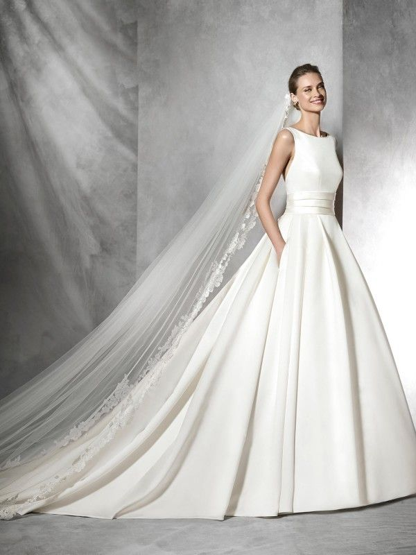 Pronovias Tami Wedding Dress so simple but so beautiful