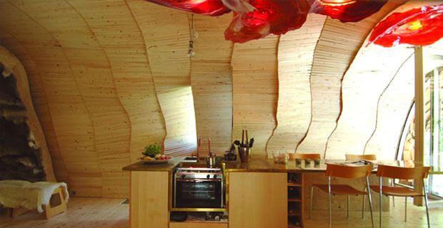 """""""Dragspelhuset"""" (""""Casa fisarmonica""""), Riserva Naturale di Glaskogen in Svezia, architetti e proprietariMaartje Lammers e Boris Zeisser di24H Architecture"""