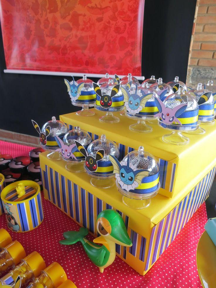 Mesa do Bolo festa pokemon com banner      Mesa do bolo pokemon by art in sugar     Letras 3D pokebola     Detalhes da mesa com impressos,...