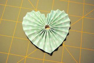 Accordion hearts...no way!!!  AWESOMENESS