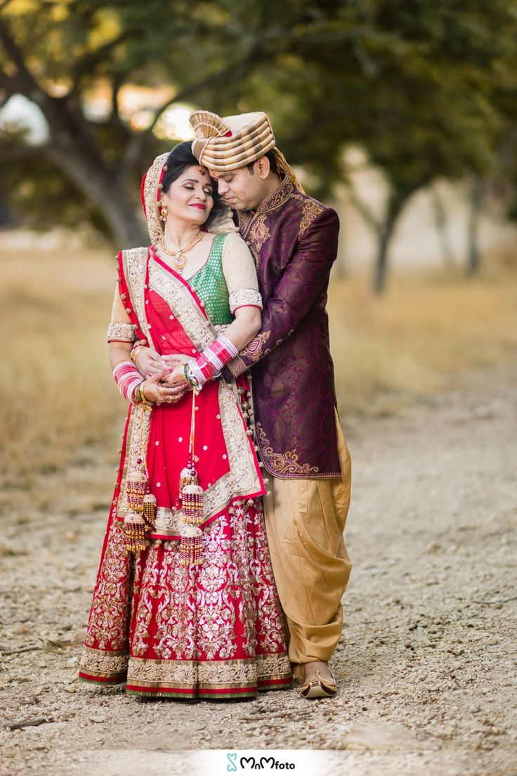 Bridal portraits poses and ideas. Green and red bridal dress. Purple shervani and gold pagri. Kendall Plantation indian wedding, Boerne, Texas. South Asian Indian wedding photography by www.MnMfoto.com