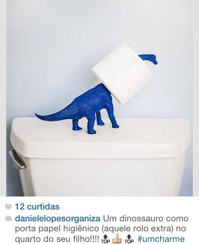 Um dinossauro pescoçudo pode ser um interessante porta-papel higienico!