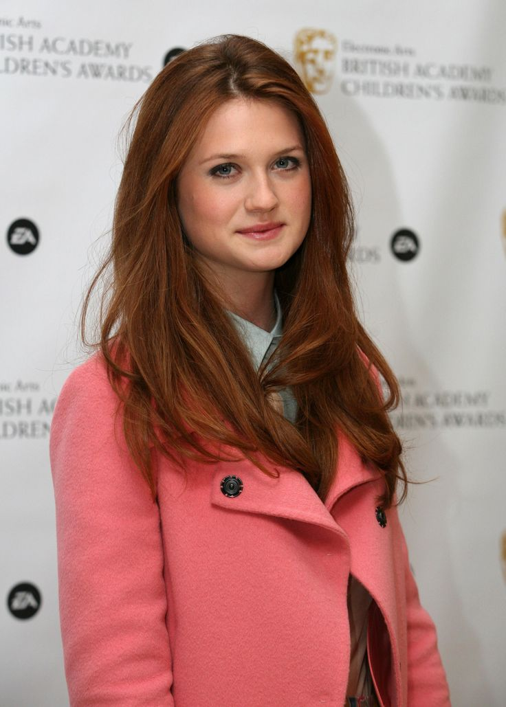 Bonnie Wright- she's all grown up and beautiful! Hair + make up + coat!