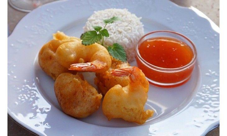 Detta underbara familjerecept är en stor favorit hos oss. Välj vad du vill fritera och servera gärna med ris och en syrlig vitkålsallad. Smaklig måltid!