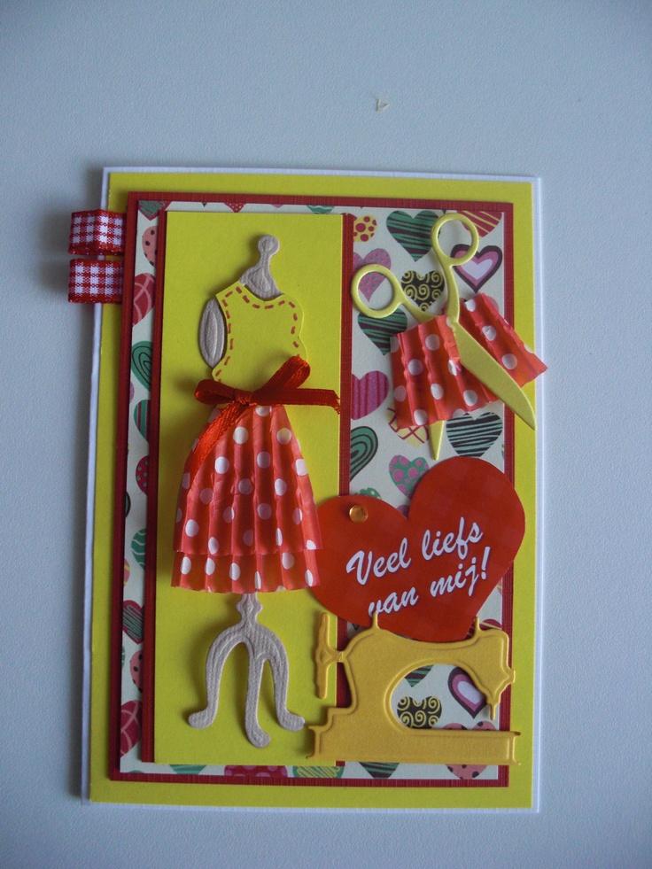Kaart met paspop en rokje gemaakt van cupcake papiertje...