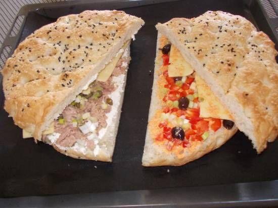 Gevuld Turks brood uit oven; variëren met de inhoud