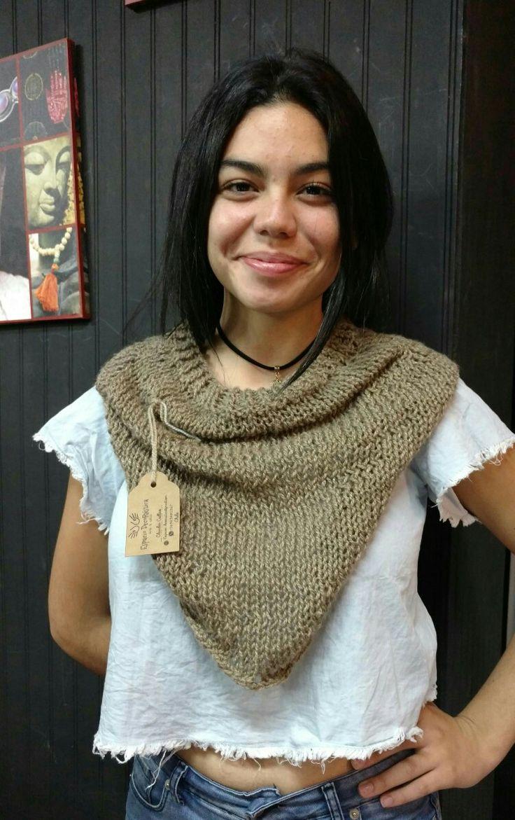 Cuello Bufanda estilo Bandana de lana, tejida a Palillo.