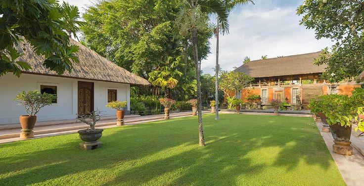 Villa Batujimbar-Lawn in front of Lembu bale