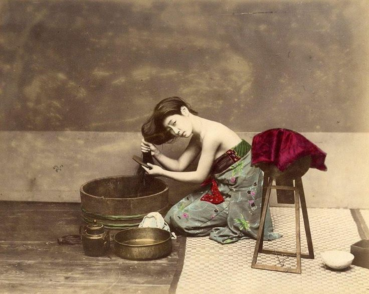 Japanese woman combing her hair, 1865. Hand-colored photograph by Felice Beato.  Any fan of samurai movies knows the elaborate lengths some productions can go to in order to recreate the look and feel of old Japan, but globetrotting Italian-British photographer Felice Beato (1832 – 1909) actually managed to capture those days on celluloid first-hand.