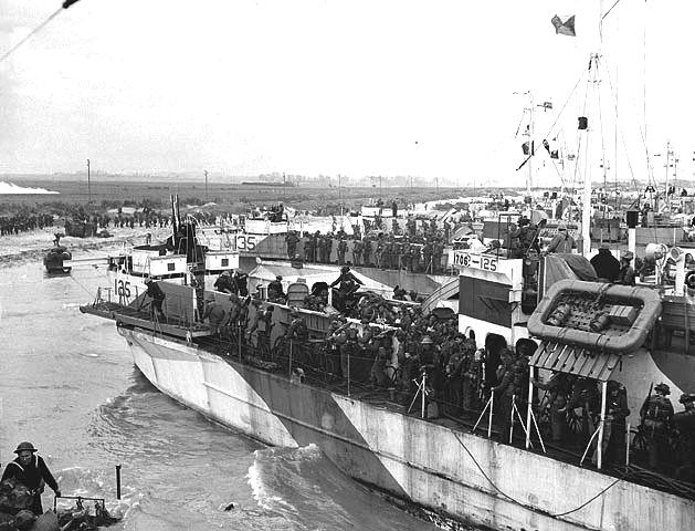 Pictures of Canadians on D-Day: Canadian Landing Craft Going Ashore on D-Day