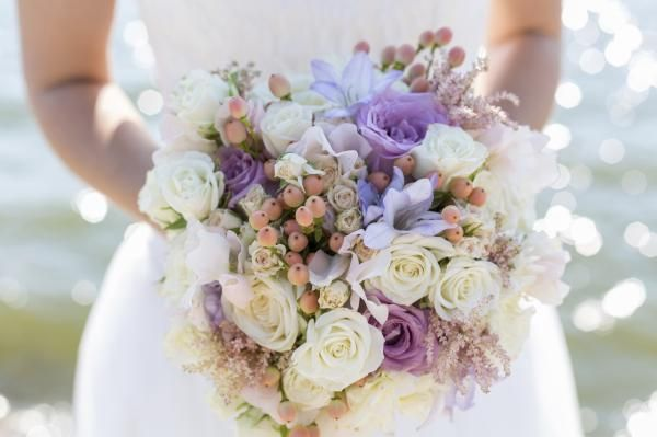 Choose Wedding Flowers According to their Season #flowers #wedding #bouquet #chic #bride
