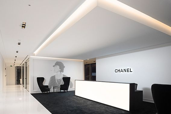 The Best Fashion Jobs And Internships Of The Week Reception Desk Design Modern Reception Desk Design Office Interiors