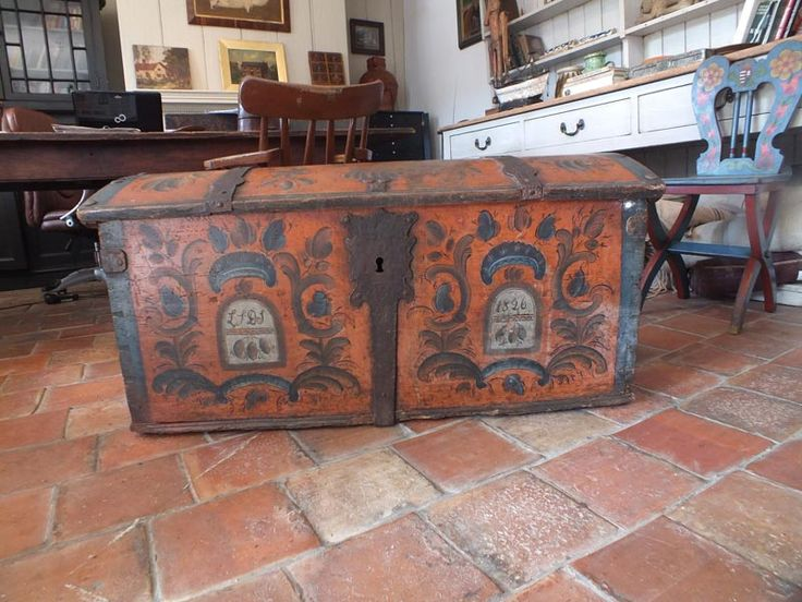 Superb Antique Norwegian Marriage Trunk - Boxes800 x 600 | 101.2 KB | www.johncornallantiques.com
