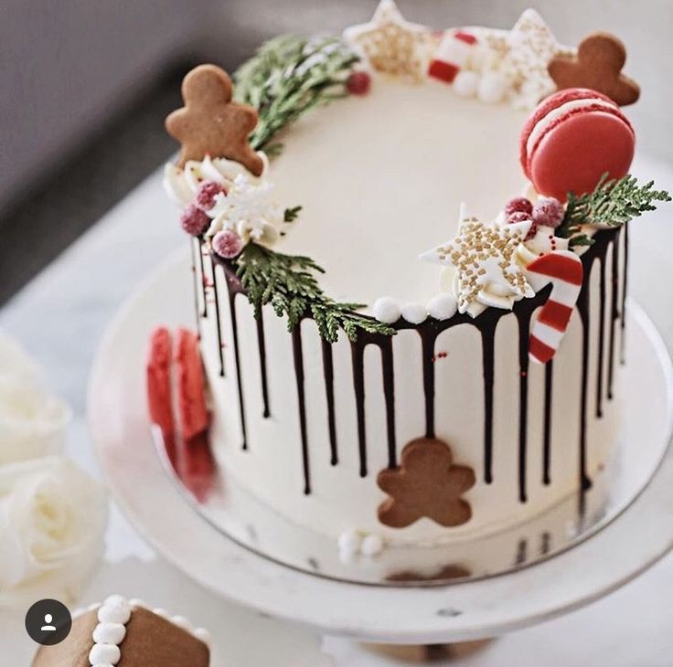 Trendy drizzle Christmas cake. Love the gingerbread men too.
