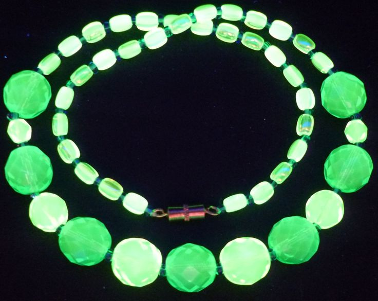 """17"""" 430mm Czech Glass Beads Beaded Necklace Uranium Green Yellow Vtg UV Glowing by MuchMoreThanButtons on Etsy"""