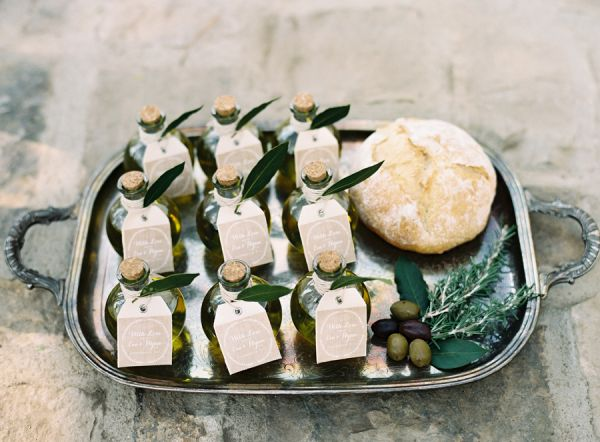 Olive Oil Wedding Favor Display | photography by http://www.carriekingphoto.com/
