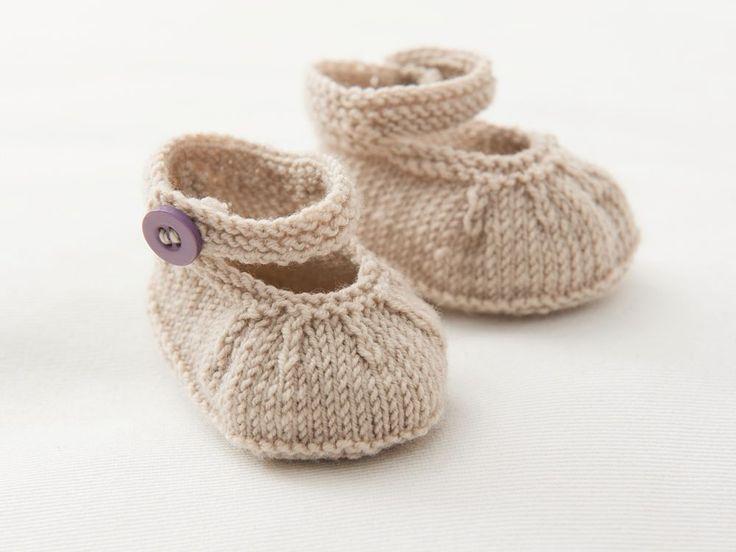 DIY-Anleitung: Set aus zweifarbiger Babyjacke und Babyschuhen stricken via DaWanda.com