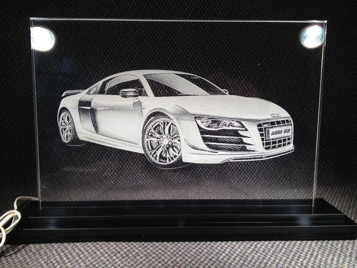 Een Audi R8 gegraveerd in plexiglas op A4 formaat. De achtergrond van de afbeelding is verwijderd zodat de auto er mooier uitkomt