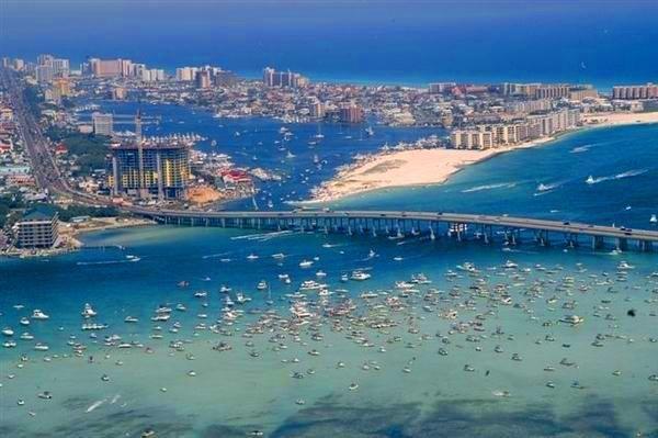 Destin, FL : City of Destin viewed from Destin Brige, which connects Fort Walton Beach, Florida to Destin, Florida