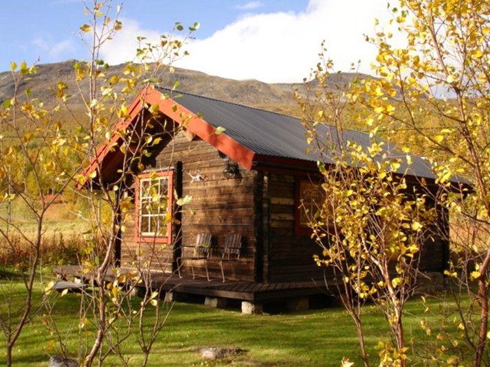 Enkel och trevlig stuga i Lapplands härliga miljö, här får ni chansen att lyssna på tystnaden och känna lugnet. Perfekt för alla er som vill komma till ro under semestern. Klicka vidare på bilden för mer information och möjlighet att boka stugan.