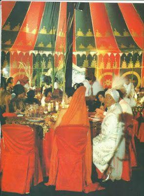 www.jornaljardins.blogspot.com: EXPOSIÇÃO CORTES E RECORTES MOSTRA CRIAÇÕES DE CLODOVIL HERNANDES  Festa a fantasia no início dos anos 90. Fantasiado de Marajá