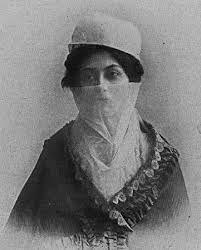 Yashmak: Valo turco de muselina blanca. Cubre la cabeza y el rostro. Es usado en Estambul.