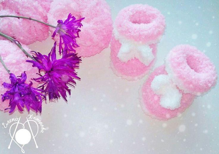 Пинетки-сапожки из плюшевой пряжи. Связаны крючком