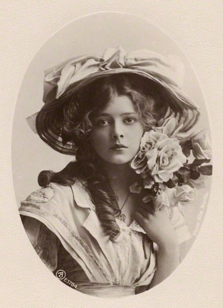 my-place-of-recovery:  in-the-middle-of-a-daydream:  Connie Stuart by Rita Martin, c. 1910  ❤