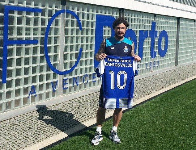 Former Southampton forward Dani Osvaldo has completed a move to Porto (POR)  after being released this summer