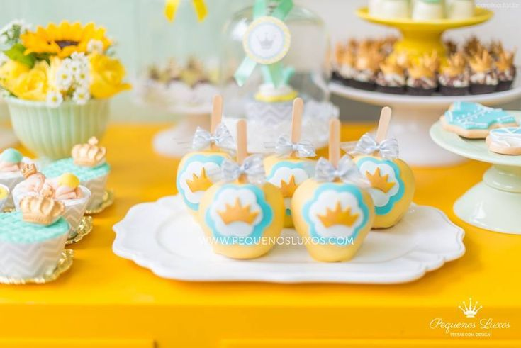 festa chevron amarelo cinza verde coroa menino party gray yellow chevron green boy crown cake pop cupcake Raka Minelli