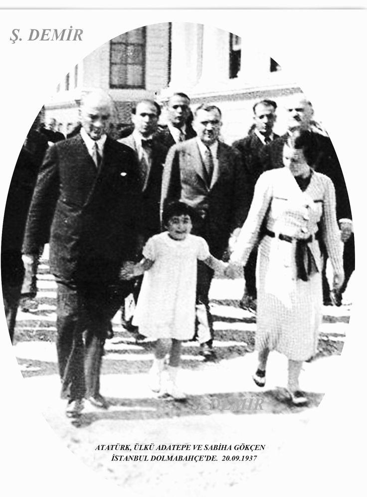 Atatürk, Sabiha Gökçen ve Ülkü Adatepe Dolmabahçe'de. 20.09.1937
