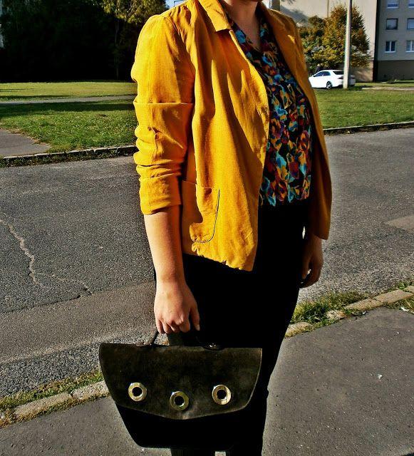 VGRV blog, mustard blazer, 80s bag, vintage bag, colourful blouse, 80s vintage blouse