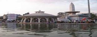 River Godavari flows through Nashik and its Northern part is known as Panchavati. Lord Shri Ram and Sita along with Laxman stayed at Panchavati during exile. http://dsgroupnashik.com/