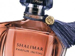 La granita dintre retro si modern,Shalimar Parfum InitialdeGuerlaineste parfumul prin care Guerlain va propune varianta mai usoara, pentru incepatori in ale shalimaritului! In umbra lui se ghiceste Shalimar cel maret, cu toata aura de parfum mitic si cu toata panoplia de note usor vetuste