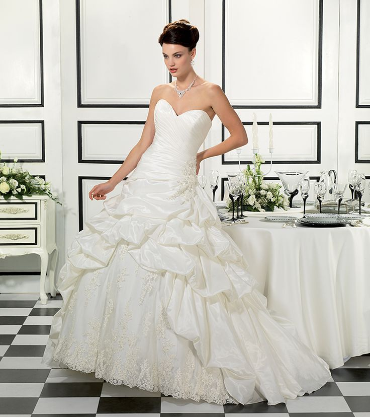 Free Shipping Ball Gown Sweep Train Applique Fold Wedding Dresses Church Beautiful Winter Wedding Dress Gown $195.00